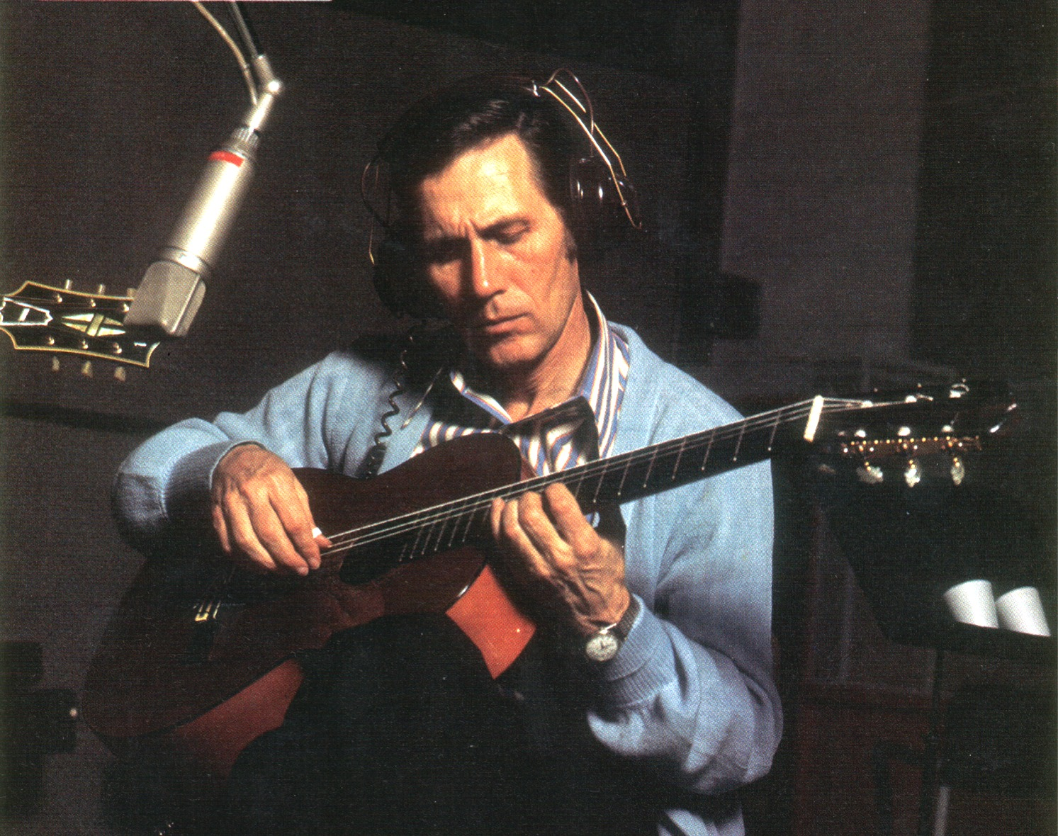 atkins chat Chester burton chet atkins (june 20, 1924 – june 30, 2001), known as mr guitar and the country gentleman, was an american musician, occasional vocalist, songwriter, and record producer, who along with owen bradley and bob ferguson, among others, created the country music style that came to be known as the nashville.